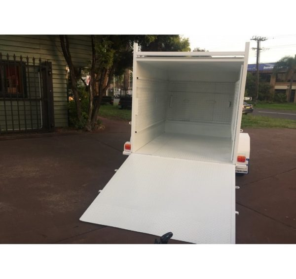7×5 Enclosed Trailer with Ramp Door