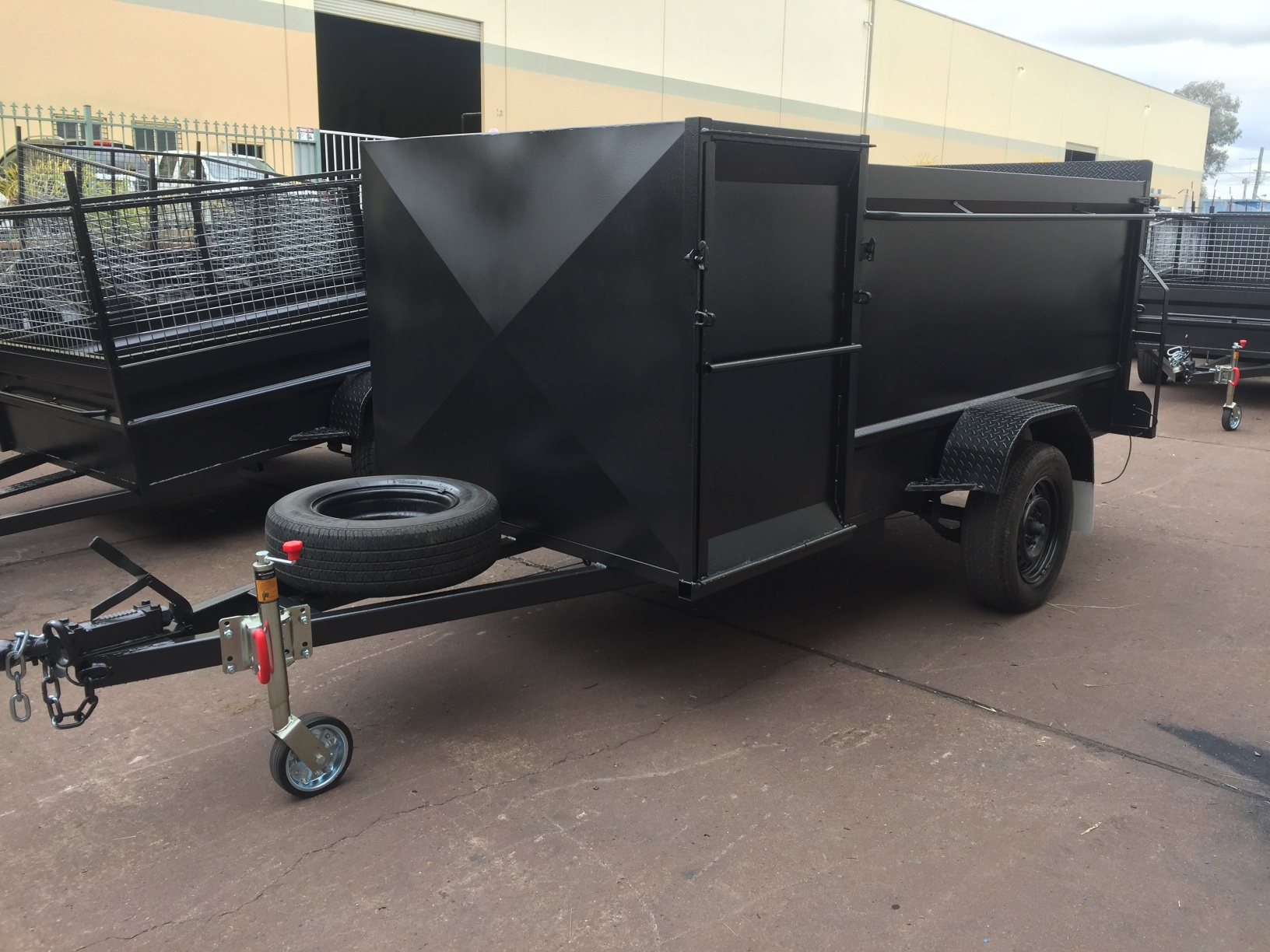 8 5 Lawn Mower Trailer 1400kg Gvm With Front Enclosed Box Mechid Trailers